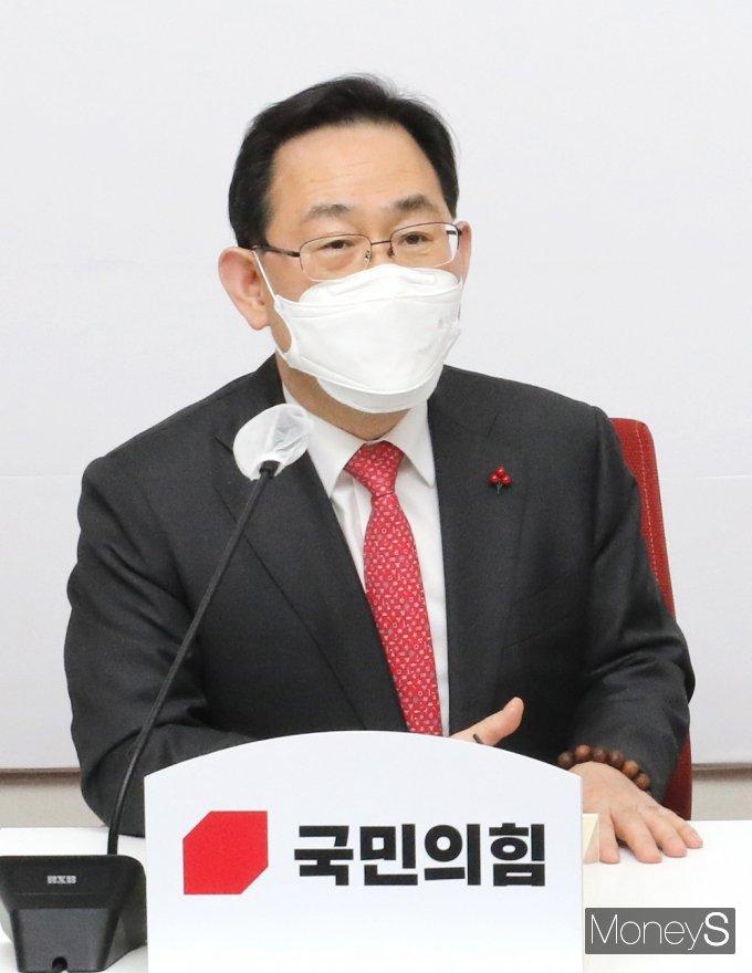 [머니S포토] 주호영,공수처장 만나 환담