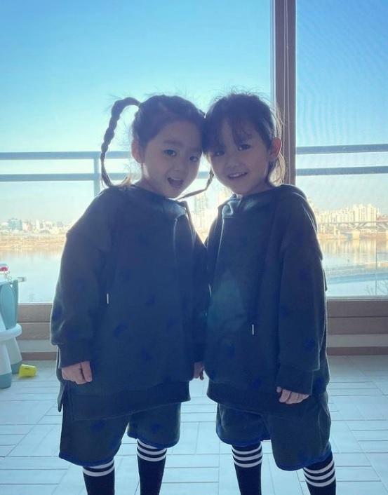 한그루가 쌍둥이 자녀의 근황을 공개했다. /사진=한그루 인스타그램