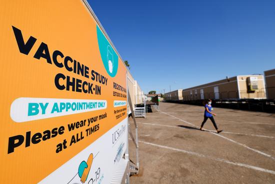 미국 캘리포니아주 내셔널시티에 얀센 코로나 백신 임상3상 포스터가 붙어져있다./사진=로이터