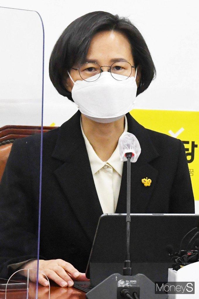 [머니S포토] 정의당 첫 비상대책회의, 입 뗀 강은미 공동대표