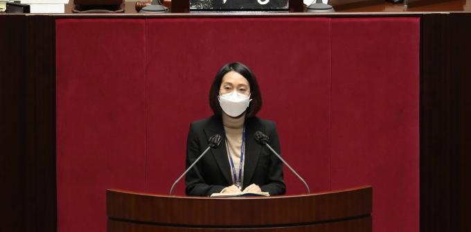 장혜영 정의당 의원이 보수 시민단체가 김종철 전 대표를 형사 고발한 데 대해 비판의 목소리를 냈다. 사진은 지난해 12월 장 의원이 국회 본회의에서 공직선거법 일부개정법률안에 대한 반대토론을 하는 모습. /사진=뉴스1