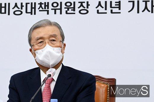 [머니S포토] '방역백신·민생경제·법치질서' 등 김종인 신년 기자회견