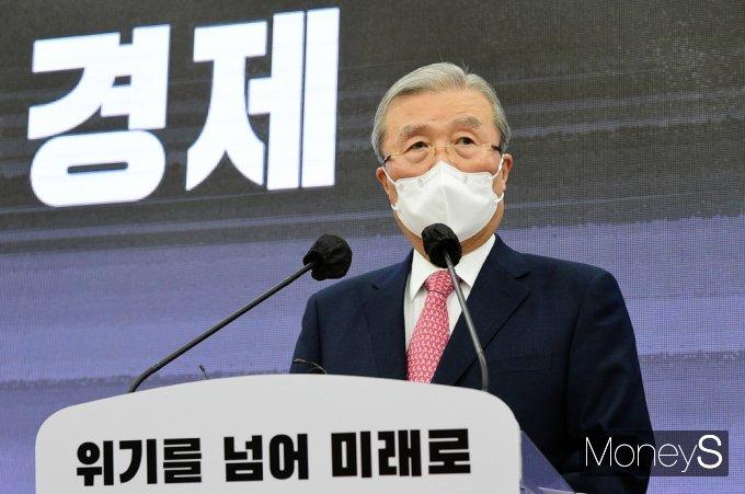 """[머니S포토] 김종인 """"정부, 산업·소비구조 변화 적응하려는 경제주체의 노력 적극 지원해야"""""""