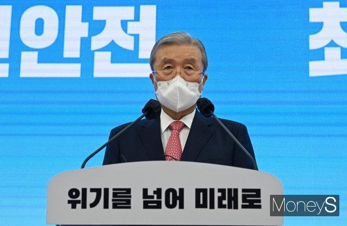 김종인 국민의힘 비상대책위원장이 27일 오전 국회에서 신년기자회견을 하고 있다. /사진=임한별 기자