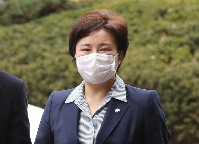"""국회에 정치인 배설물 가득하다던 조수진, 고민정에 """"후궁"""" 막말"""