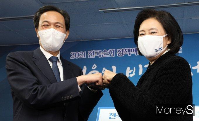 [머니S포토] 4.7 재보궐 박영선-우상호, 누나·동생 '보듬는 경선'