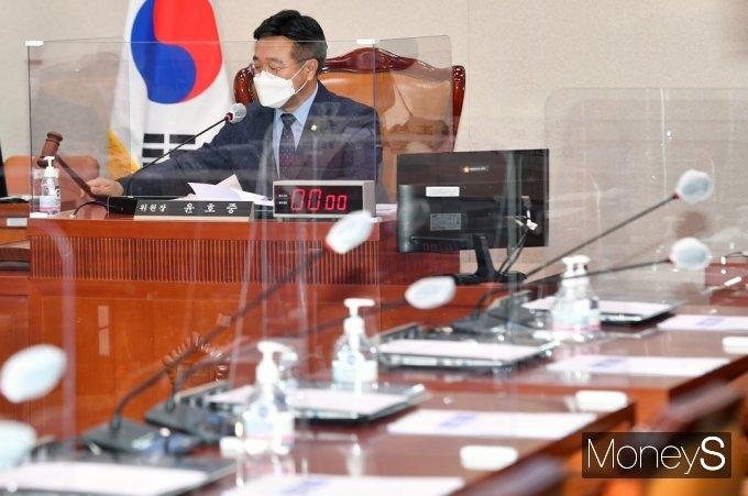 [머니S포토] 국힘 불참 속 법사위, 박범계 인사청문경과보고서 채택