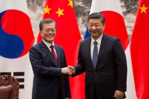 문재인 대통령, 시진핑과 'FTA 2단계 협상' 마무리 교감… '한한령 해제' 기대