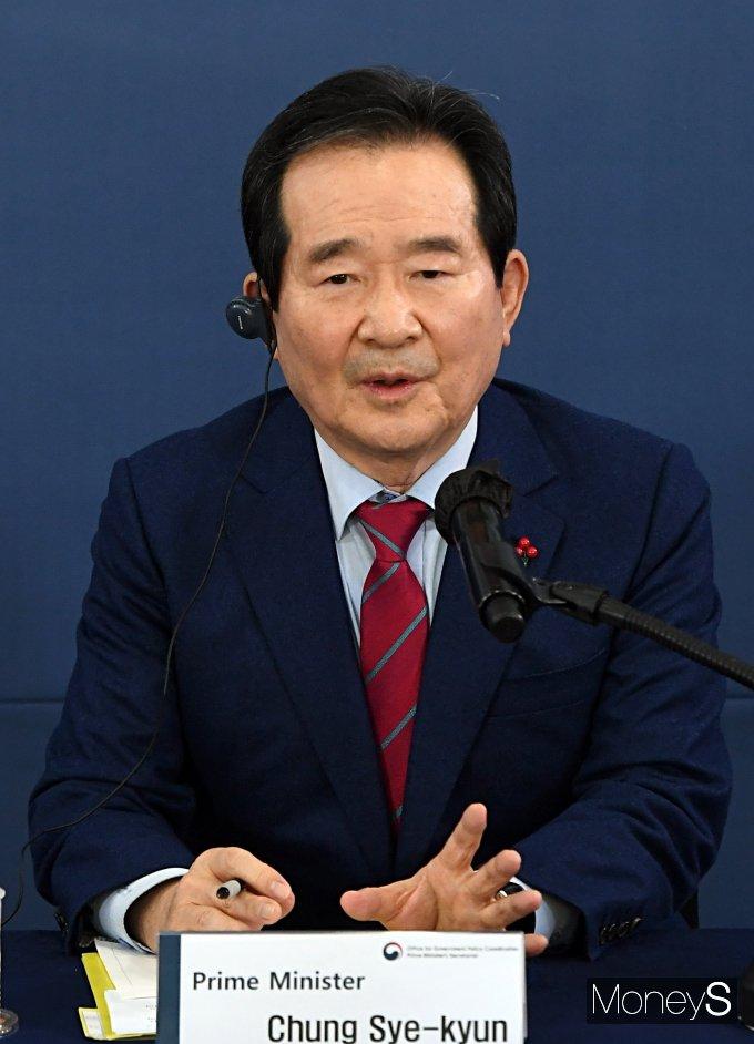 [머니S포토] '외신기자 정책토론회' 질의 답하는 정세균 국무총리