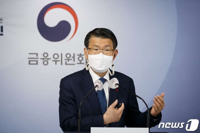 은성수 금융위원장이 지난 18일 서울 종로구 정부서울청사 합동브리핑실에서 2021년 금융위원회 업무계획을 설명하고 있다./사진=뉴스1