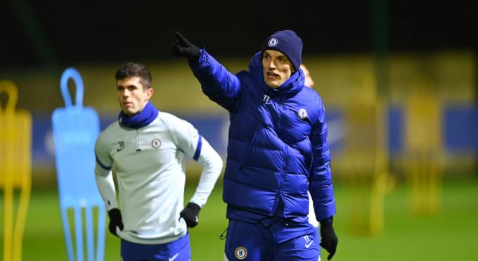 토마스 투헬 (앞쪽)신임 첼시 감독이 27일(한국시간) 영국 런던의 코밤 훈련장에서 팀훈련을 지휘하고 있다. /사진=첼시 공식 홈페이지
