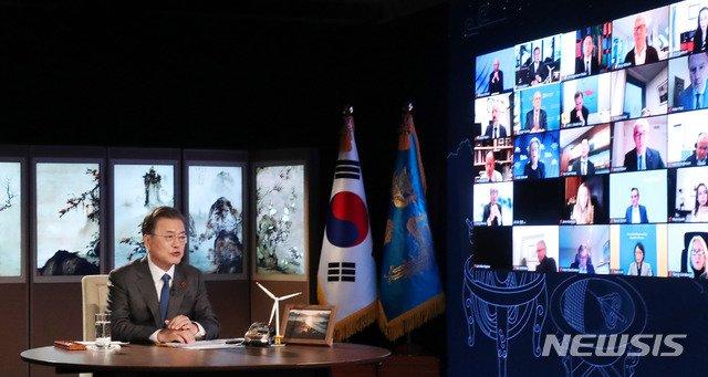 """문 대통령 """"한국, 한번도 국경·봉쇄 안했다… 안정적인 투자처"""""""