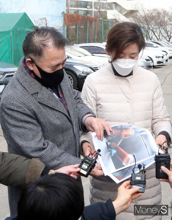 [머니S포토] 나경원 전 의원, 강남 재건축 추진 은마아파트 방문