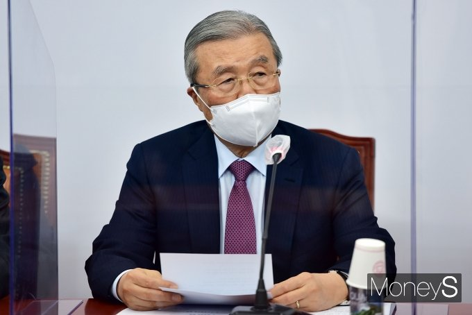 [머니S포토] 비대위서 발언하는 김종인 위원장