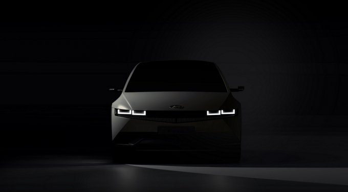 현대자동차가 상반기 공개될 예정인 전기차 아이오닉5에 삼성디스플레이의 OLED(유기발광다이오드) 디스플레이가 들어간다. 자동차 업계는 앞으로 현대차와 삼성의 협력 확대가 이뤄질지 주목하고 있다./사진=현대차