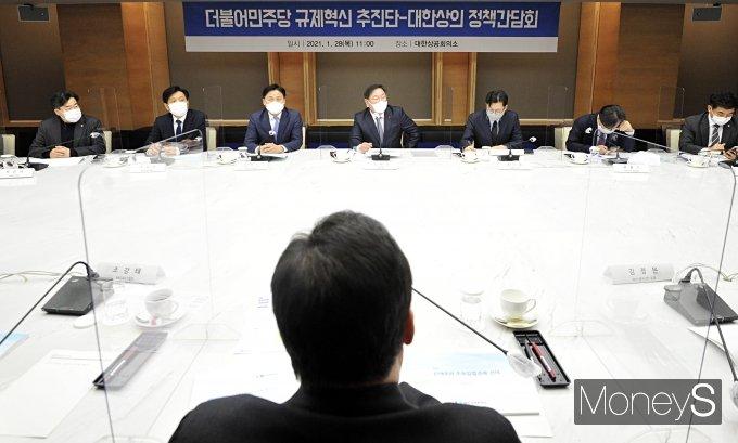 [머니S포토] 대한상의 정책간담회에서 인사말 하는 김태년 원내대표