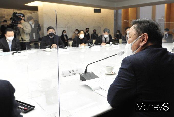 [머니S포토] 규제혁신추진관련 발언하는 김태년 원내대표