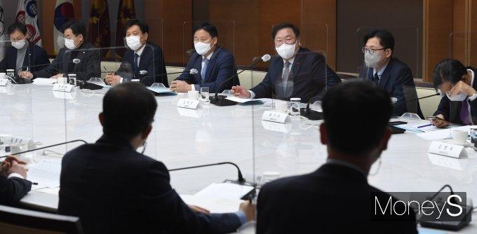 [머니S포토] 김태년 원내대표, 규제혁신추진단-대한상의 정책간담회 인사말