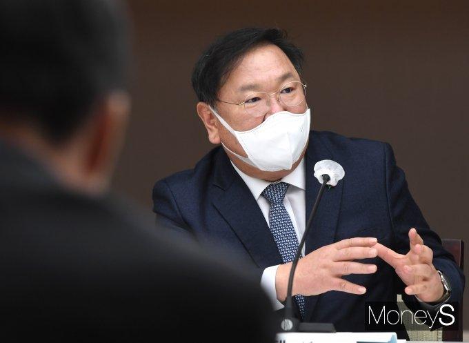 [머니S포토] 김태년 '규제혁신을 위해서'