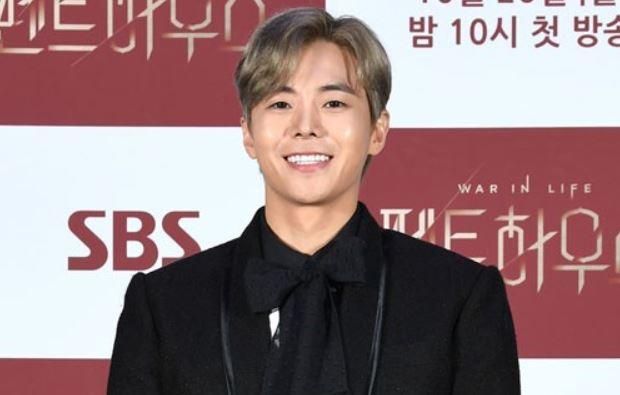 배우 박은석이 SBS 월화드라마 '펜트하우스' 제작발표회에 참석해 포토타임을 가졌다. /사진=SBS 제공