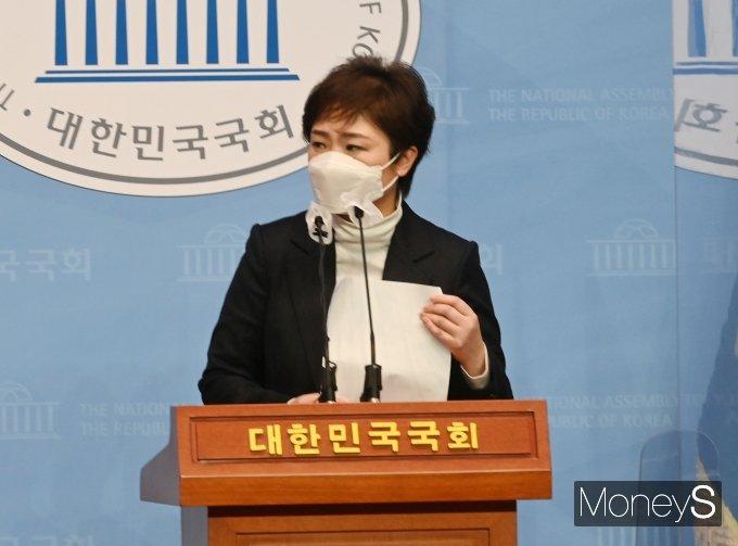 [머니S포토] 이언주 부산시장 예비후보 긴급기자회견