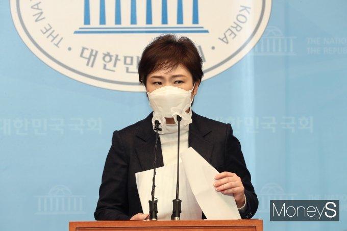 [머니S포토] 긴급기자회견 갖는 이언주 전 의원