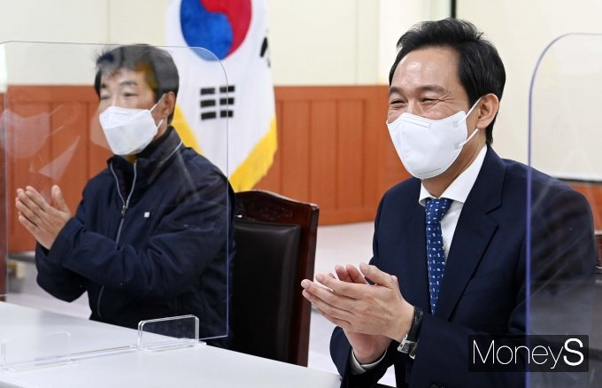 [머니S포토] 서울시청 노동조합 찾은 우상호 의원