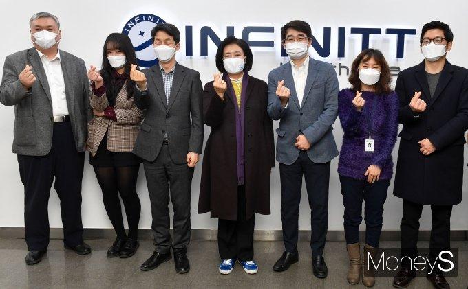 [머니S포토] 박영선 '의료영상정보 솔루션 기업 인피니트헬스케어 방문'