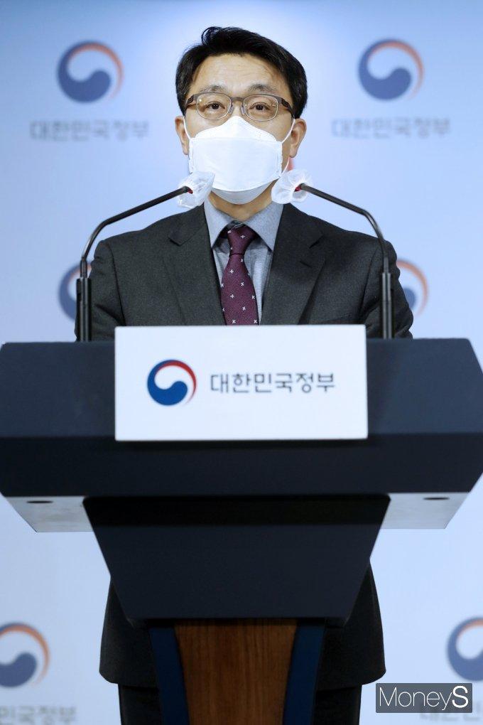 [머니S포토] 공수처법 합헌 관련 브리핑하는 '김진욱'