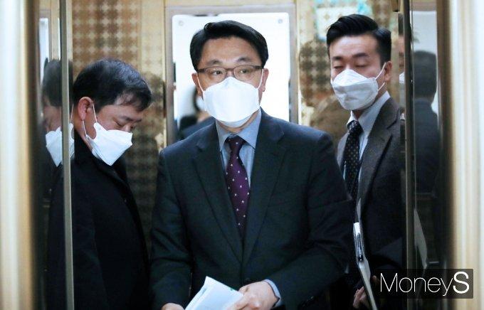 [머니S포토] 정부서울청사 찾은 김진욱 공수처장