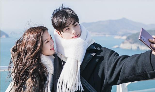 웹툰을 원작으로 한 tvN 드라마 '여신강림'이 인기를 끌고 있다. /사진=tvN 여신강림 제공