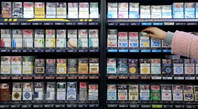 담뱃값 인상 여부에 대한 소비자의 혼란이 가중되고 있다. /사진=뉴스1