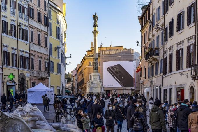 이탈리아 로마 스페인 광장(Piazza di Spagna)에 설치된 '갤럭시 S21' 옥외 광고 모습 /사진=삼성전자
