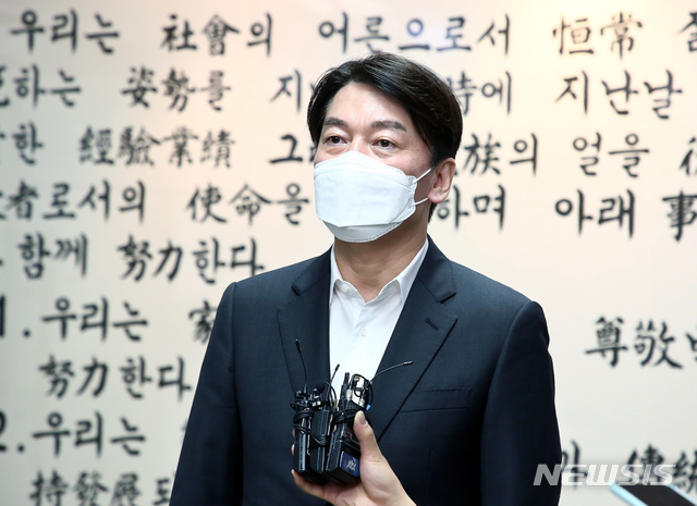 서울시장 재보궐 선거에 출마를 선언한 안철수 국민의당 대표가 연일 광폭행보를 보이고 있다. /사진=뉴시스