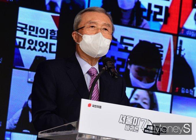 [머니S포토] 김종인 위원장 '서울이 바뀌는 7분'