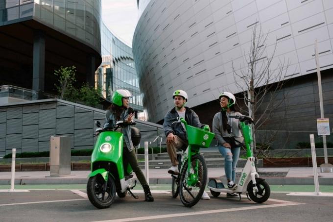 글로벌 공유 모빌리티 기업 '라임'(Lime)이 28일(현지시각) 미국 샌프란시스코 본사에서 업계 최초로 '모페드'(Moped) 공유 서비스를 출시했다. /사진제공=라임