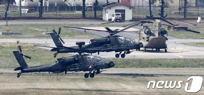 미 국방부가 한미연합군사훈련(한미훈련)의 중요성을 강조하며 한미 양국군의 준비 태세를 갖춰나갈 것이라고 밝혔다. 사진은 한미연합 야외 실기동 독수리(FE) 훈련이 실시된 지난 2018년 4월26일 오전 경기도 평택시 미8군사령부 캠프험프리스에서 헬기가 이륙하는 모습. /사진=뉴스1