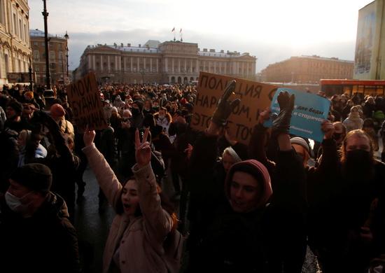 러시아 전역에서 블리디미르 푸틴 대통령의 최대 정적으로 꼽히는 알렉세이 나발니의 석방을 촉구하는 시위가 벌어지고 있다. 사진은 지난달 31일 러시아 상트페테르부르크에서 열린 나발니 석방 촉구 시위. /사진=로이터