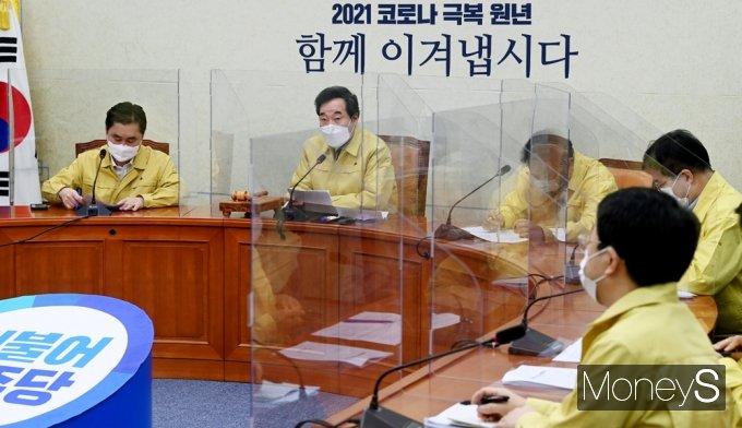 [머니S포토] 방역당국 발표 관련 발언하는 이낙연 대표