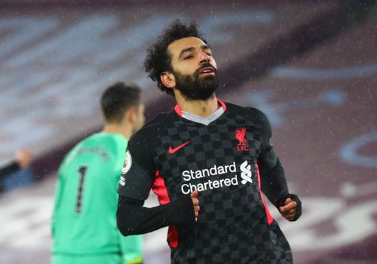 리버풀 공격수 모하메드 살라가 1일(한국시간) 영국 런던스타디움에서 열린 2020-2021 잉글랜드 프리미어리그 21라운드 웨스트햄 유나이티드와의 경기에서 후반 23분 팀의 두번째 골을 터트린 뒤 셀레브레이션을 펼치고 있다. /사진=로이터