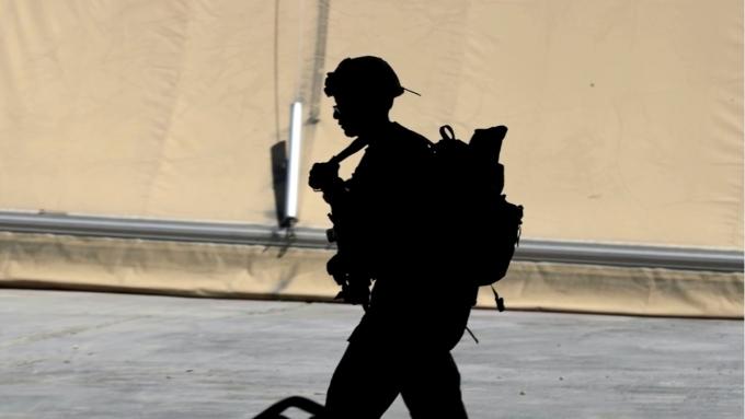지난달 25일 미국 바이든 대통령은 트랜스젠더 군 복무 및 입대를 다시 허용하는 행정명령에 서명했다. /사진=로이터