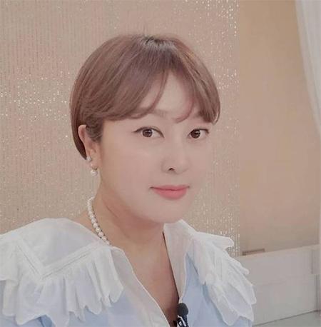 배우 이승연이 자신을 사칭한 사회관계망서비스(SNS) 계정에 대한 주의를 당부했다. /사진=이승연 인스타그램