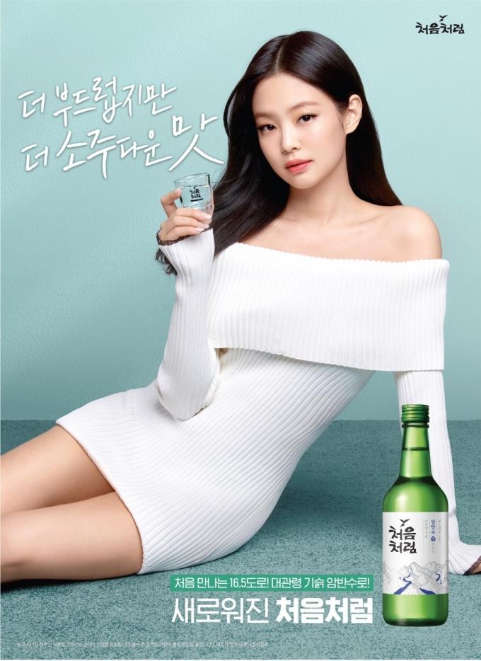 롯데칠성음료는 소주 '처음처럼' 모델로 블랙핑크 멤버 제니를 발탁했다. /사진=롯데칠성음료