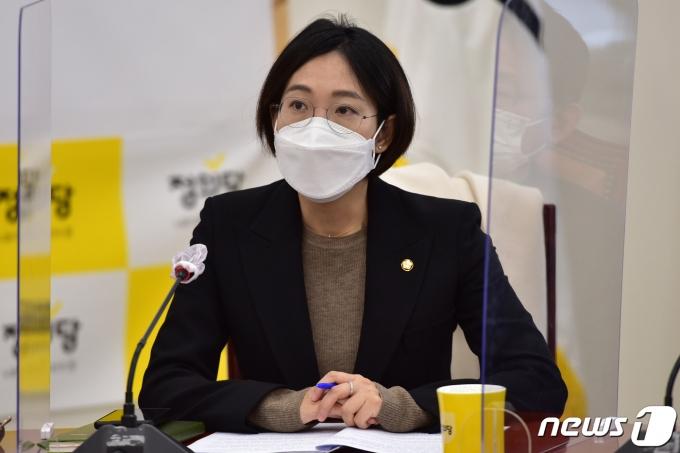 장혜영 정의당 의원이 2일 오전 국회에서 열린 의원총회에 참석했다. /사진=뉴스1
