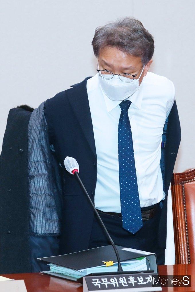 [머니S포토] 국회 인사청문회 출석한 권칠승 중기 장관 후보자