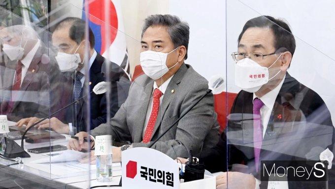 """[머니S포토] 주호영 원내대표 """"납득 안되는 北 원전..."""""""