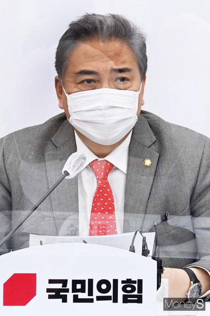 [머니S포토] 국힘 북한원전 추진 의혹 전문가 간담회, 발언하는 '박진'