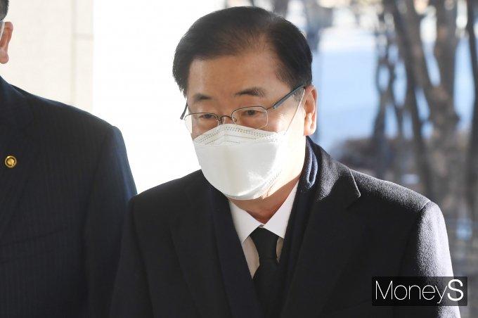 [머니S포토] 외교부청사로 향하는 정의용 장관