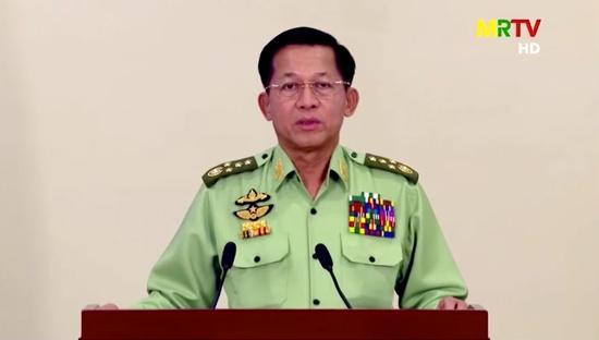 미얀마 민 아웅 흘라잉 군 총사령관이 지난 8일 쿠데타 후 진행된 첫 TV 연설에서 쿠데타의 합법성을 주장하고 재선거 계획을 밝혔다. /사진=로이터TV 캡처