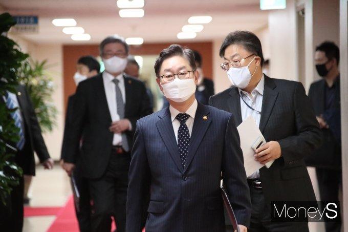 [머니S포토] 국무회의 참석하는 박범계 법무부 장관